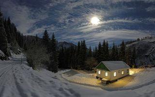 Бесплатные фото ночь,зима,снег,горы,деревья,дорога,дом