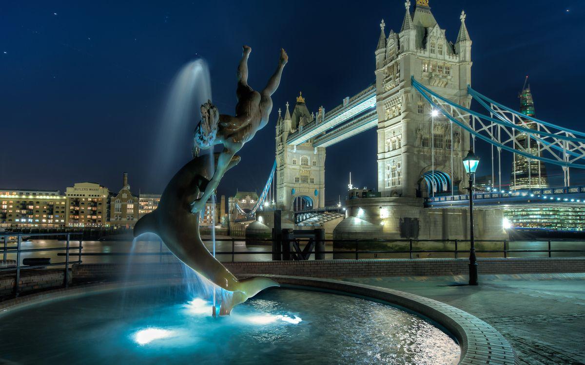 Фото бесплатно Лондон, ночь, фонтан, статуя, дельфин, река, тауэрский мост, подсветка, город