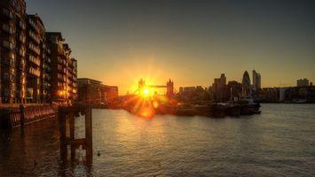 Бесплатные фото Лондон,река,темза,тауэрский мост,дома,солнце,закат
