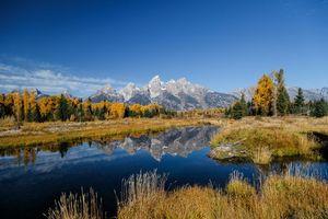 Заставки Grand Teton National Park,осень,водоём,горы,деревья,пейзаж