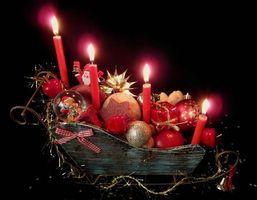 Фото бесплатно свечи, шары, праздничный натюрморт