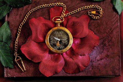 Photo free clock, rose petals, wallpaper