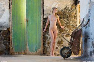 Бесплатные фото Belinda, модель, красотка, голая, голая девушка, обнаженная девушка, позы