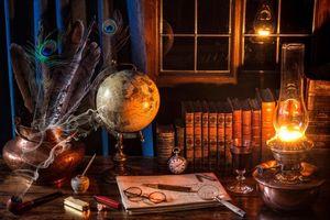 Бесплатные фото стол,лампа,книги,трубка,часы,очки,окно