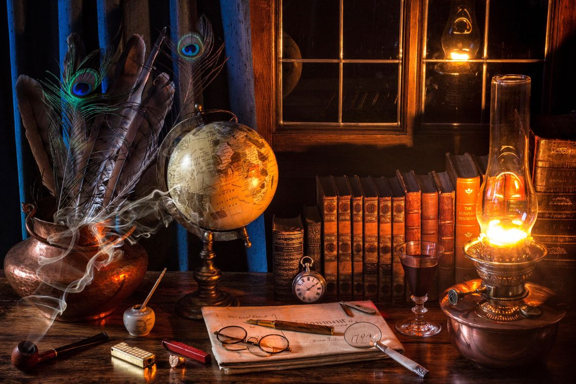 Обои стол, лампа, книги, трубка, часы, очки, окно картинки на телефон