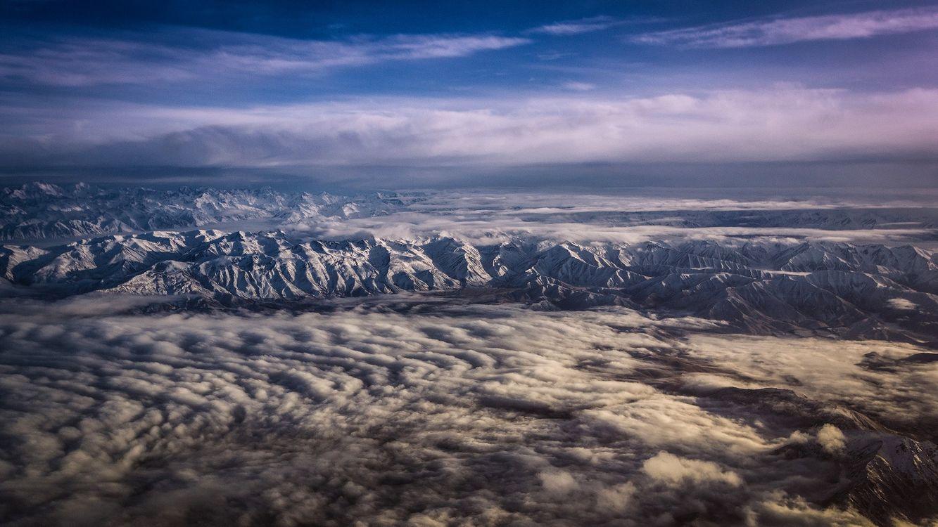 Фото бесплатно вид из самолета, горы, холмы, туман, облака, лед, снег, горизонт, пейзажи