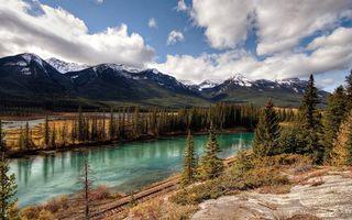 Бесплатные фото река,берег,железная дорога,деревья,горы,вершины,снег