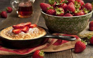 Фото бесплатно сковорода, пирог, чвшка, ягода, клубника