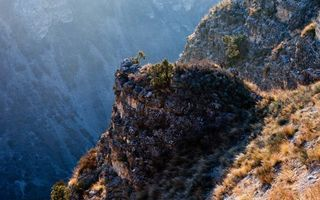 Бесплатные фото скалы,обрыв,высота,трава,камни