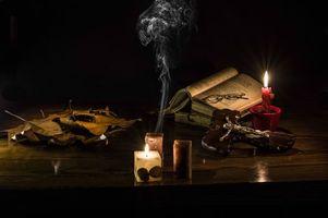 Фото бесплатно свечи, книга, очки, натюрморт