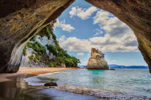 Обои на стол пляж, пещера