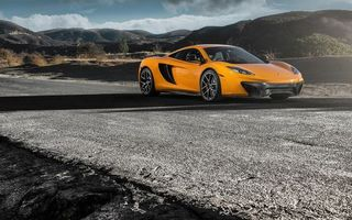 Фото бесплатно макларен, спорткар, оранжевый, фары, воздухозаборники, диски, трасса, горы
