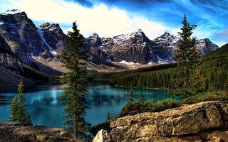 Фото бесплатно горы, камни, скалы, вершины, снег, лес, деревья, озеро