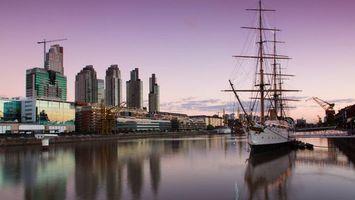 Бесплатные фото море,корабль,палубы,мачты,берег,город