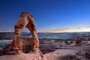 Фото бесплатно Delicate Arch, закат, горы, скалы, арка, пейзаж