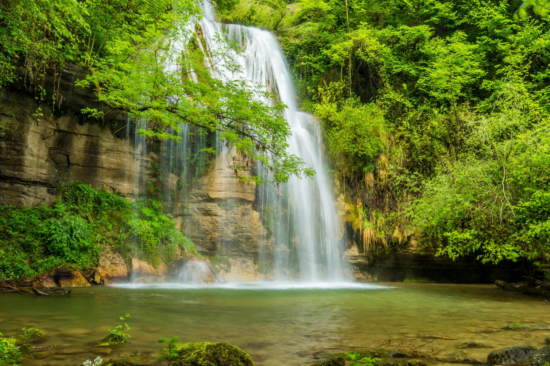 Обои водопад, водоём, скалы, деревья
