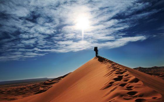 Photo free traveler, backpack, desert