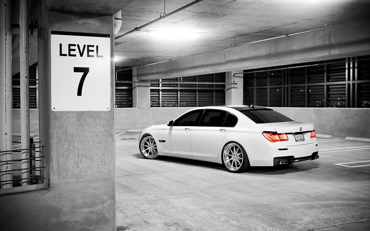 Фото бесплатно бмв, фонари, выхлоп, диски, подземная парковка, табличка, 7 уровень, машины