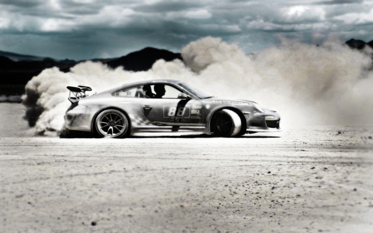 Фото бесплатно гонка, порше, тюнинг, занос, пыль, фото, черно-белое, спорт