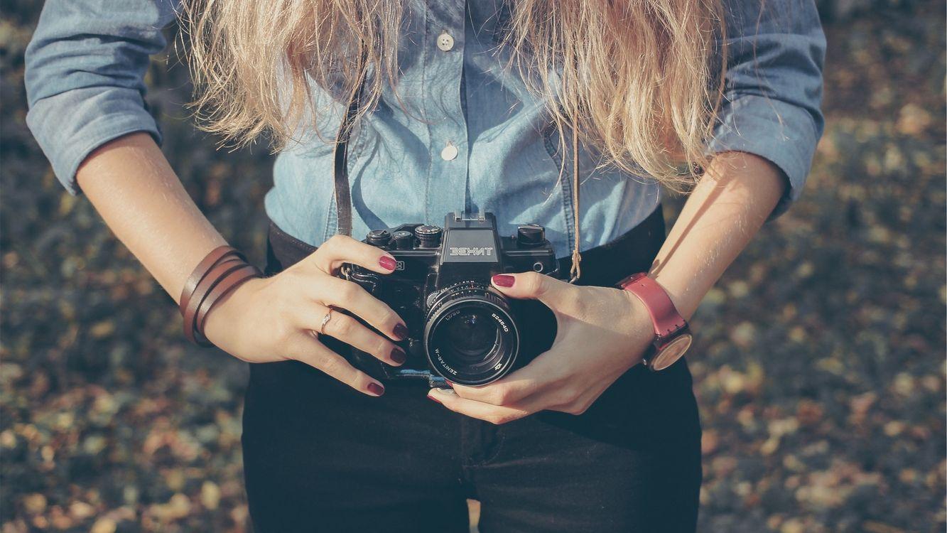 Фото бесплатно лес, девушка, фотоаппарат - на рабочий стол
