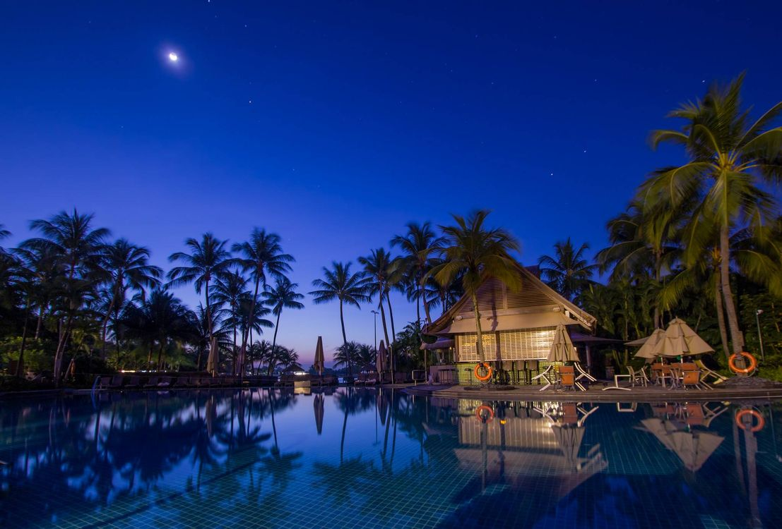 Фото бесплатно бассейн, пальмы, дома, закат, пейзаж, пейзажи