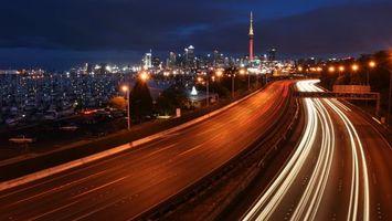 Бесплатные фото ночь,дома,огни,башня,дорога,машины,свет