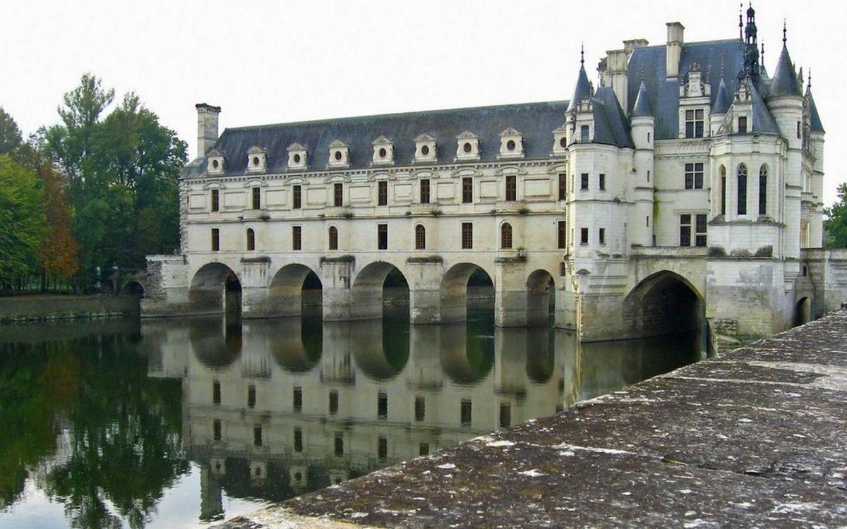 Фото бесплатно водоем, отражение, арки, замок, окна, крыша, деревья, разное - скачать на рабочий стол