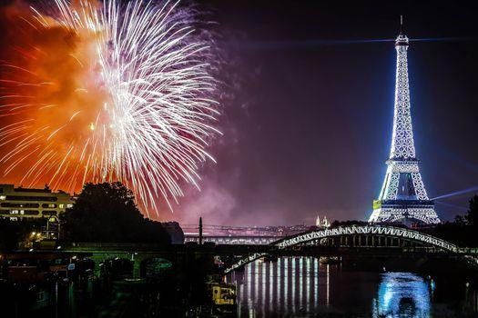 Фото париж, эйфелева башня - обои на стол