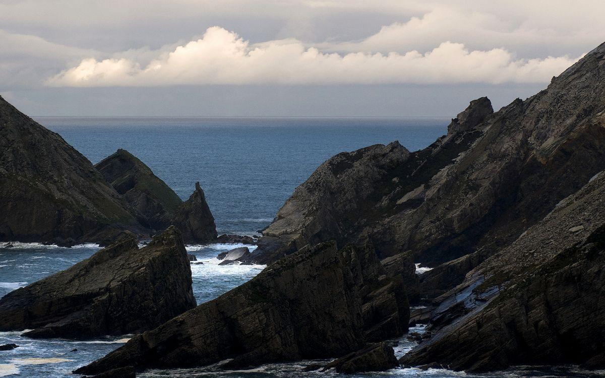 Фото бесплатно берег, скалы, камни, море, горизонт, облака, природа