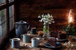 Бесплатные фото Кружки,шоколад,кекс,кофе,натюрморт,капли дождя,окно