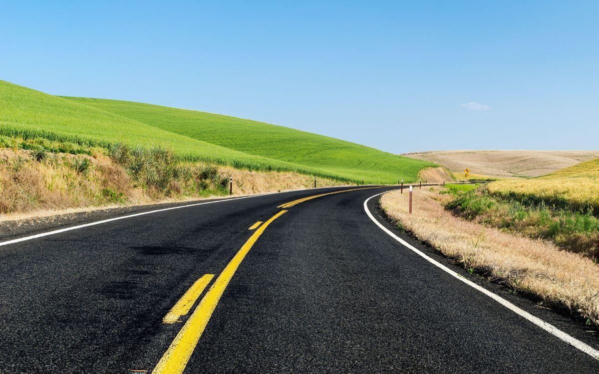 Фото бесплатно дорога, асфальт, разметка, обочина, холмы, трава, небо, пейзажи