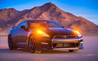 Photo free Nissan GT-R, black, emergency lights