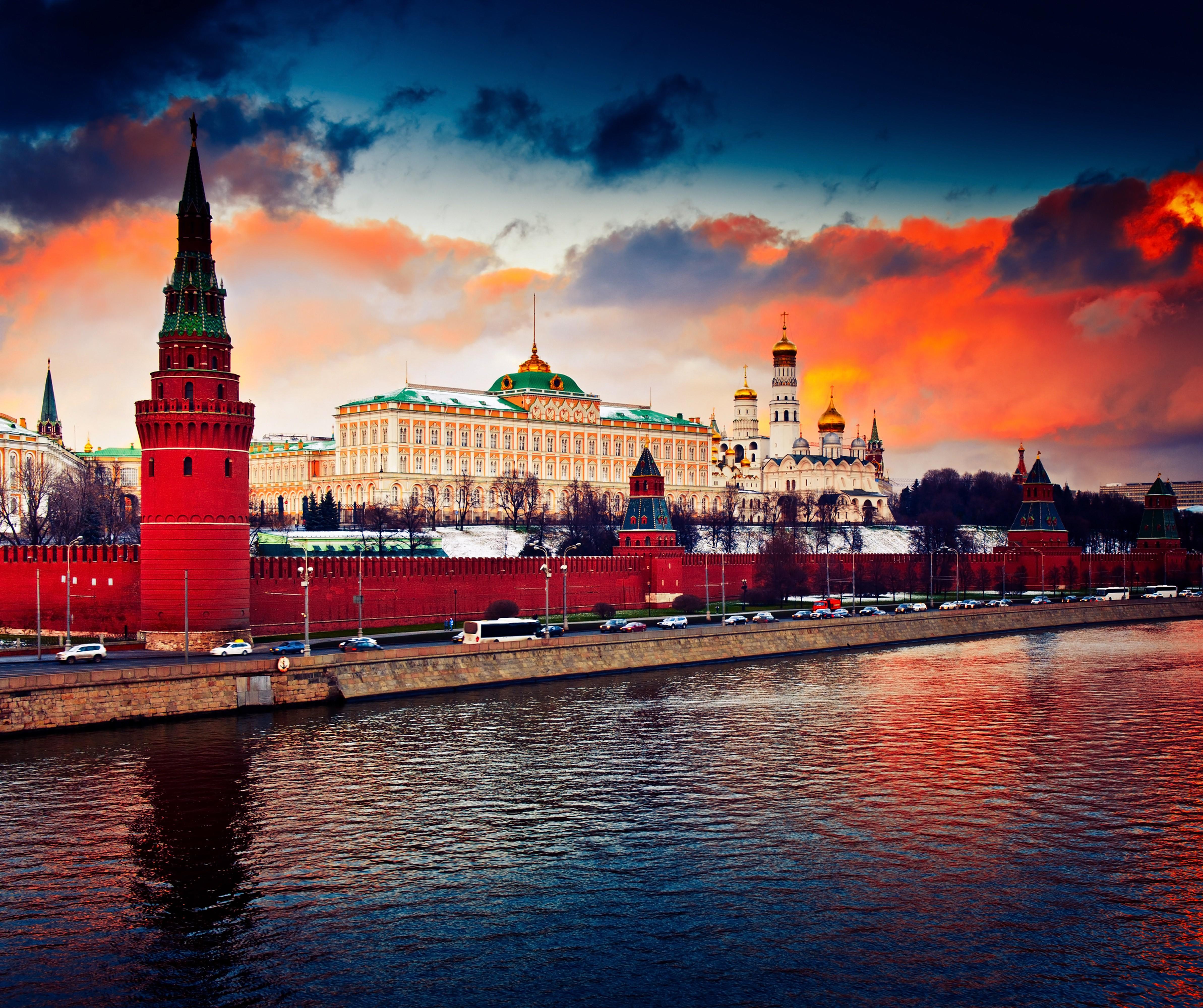 Московский Кремль, оранжевое небо, Москва
