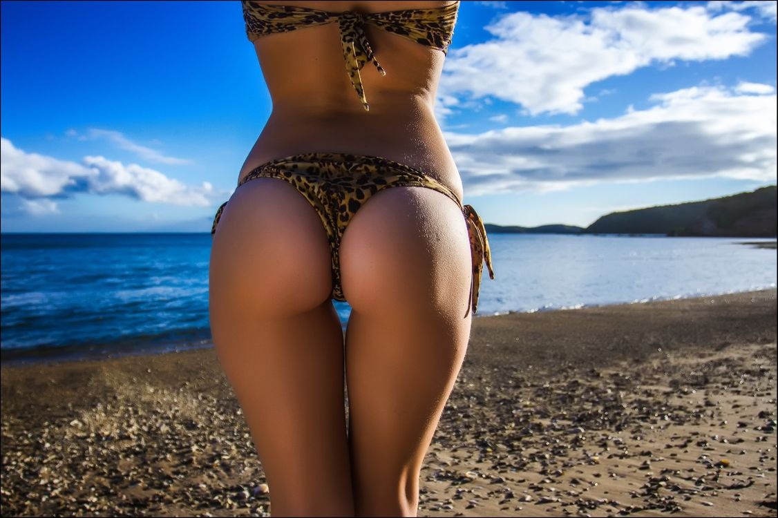 С пляжей попки красивые