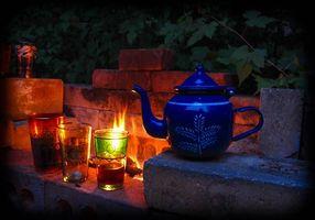 Фото бесплатно костёр, чайник, бокалы, натюрморт