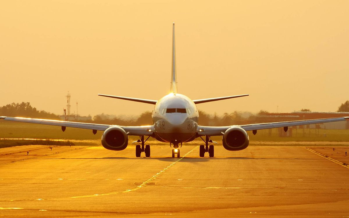 Photos for free passenger, airplane, landing gear - to the desktop