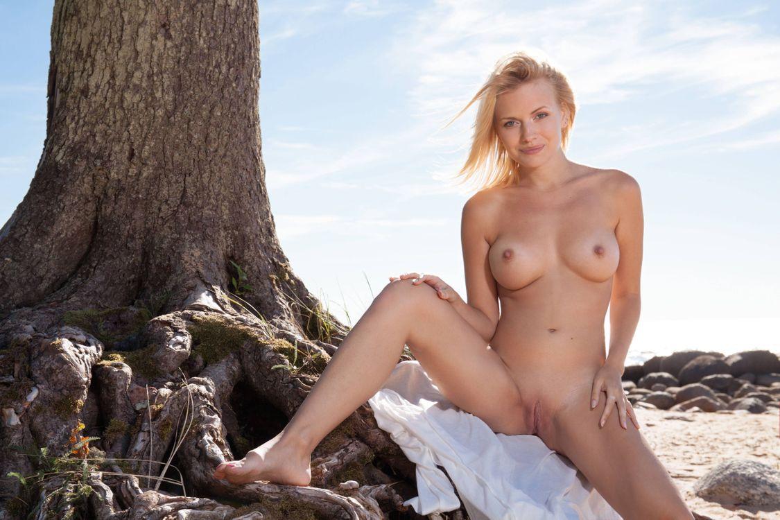 Фото бесплатно Raena, модель, эротика, красотка, девушка, голая, голая девушка, обнаженная девушка, позы, поза, эротика