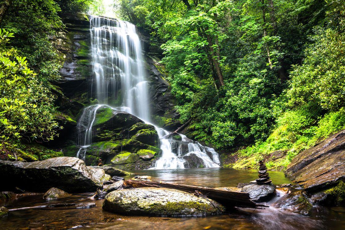 Фото бесплатно водопад, водоём, лес, деревья, скалы, камни, пейзаж, природа