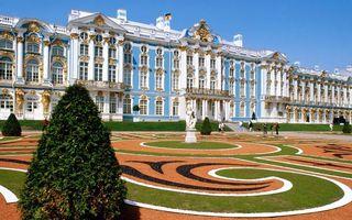 Заставки дворец, окна, лепнина, статуя, ландшафтный дизайн, люди, экскурсия