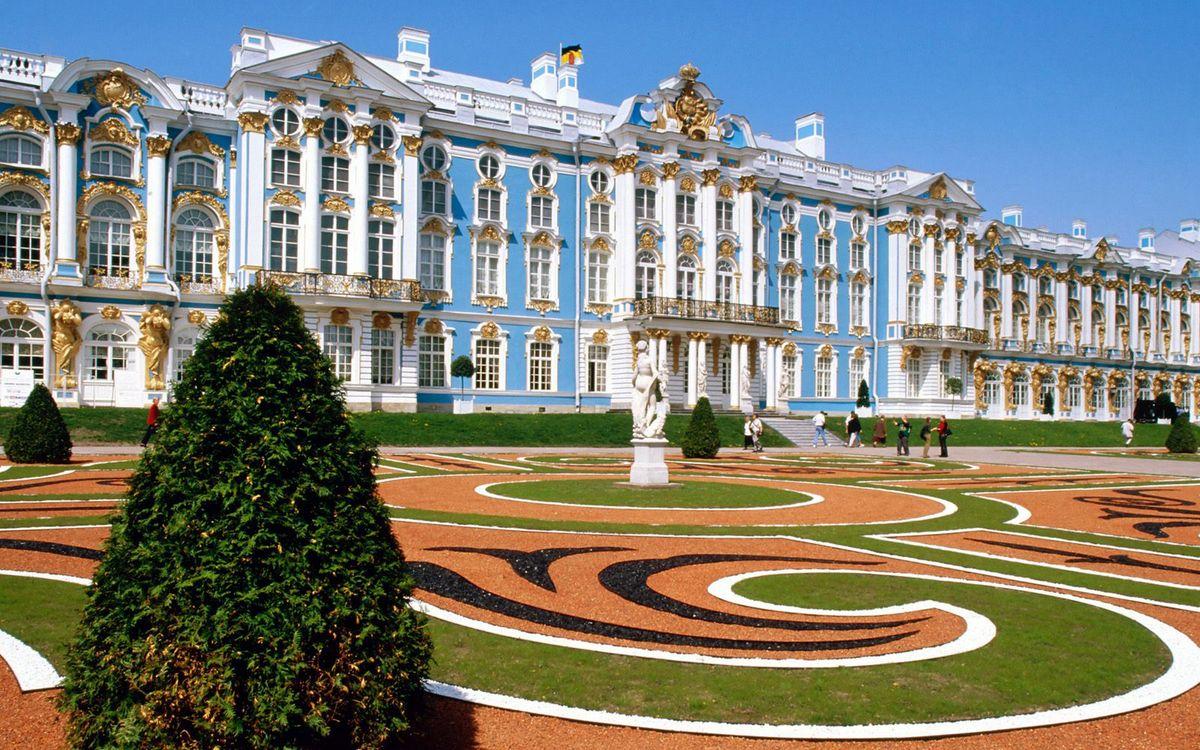 Фото бесплатно дворец, окна, лепнина, статуя, ландшафтный дизайн, люди, экскурсия, стиль