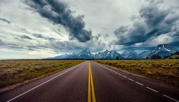 Заставки Grand Teton National Park,дорога,горы,тучи,пейзаж