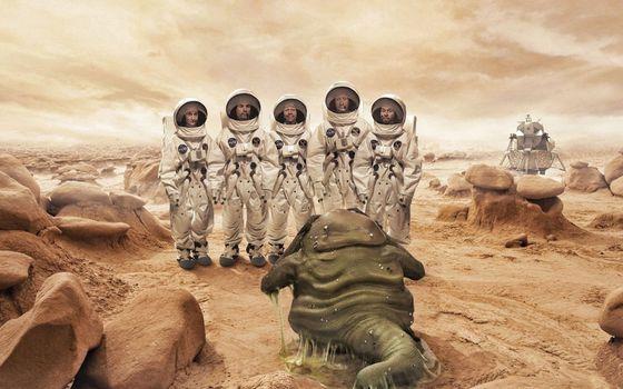 Фото бесплатно космонавты, скафандры, инопланетянин