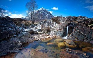 Бесплатные фото горы,деревья,камни,трава,водопад,ручей,небо