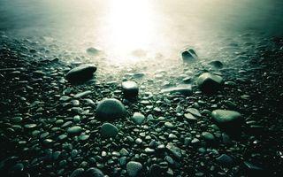 Фото бесплатно Округлённые камни, солнечный блик, вода