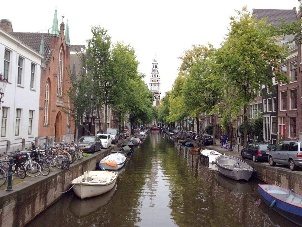Заставка амстердам, расположен в провинции северная голландия на рабочий стол бесплатно