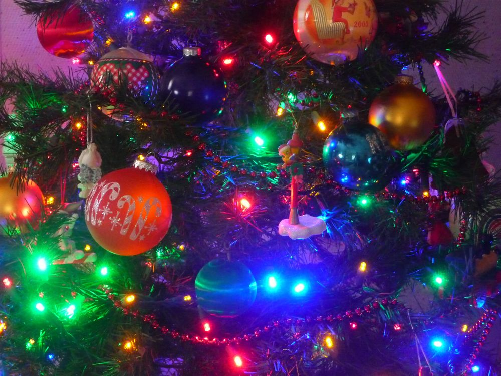 Фото бесплатно новогодняя елка, игрушки, гирлянда - на рабочий стол