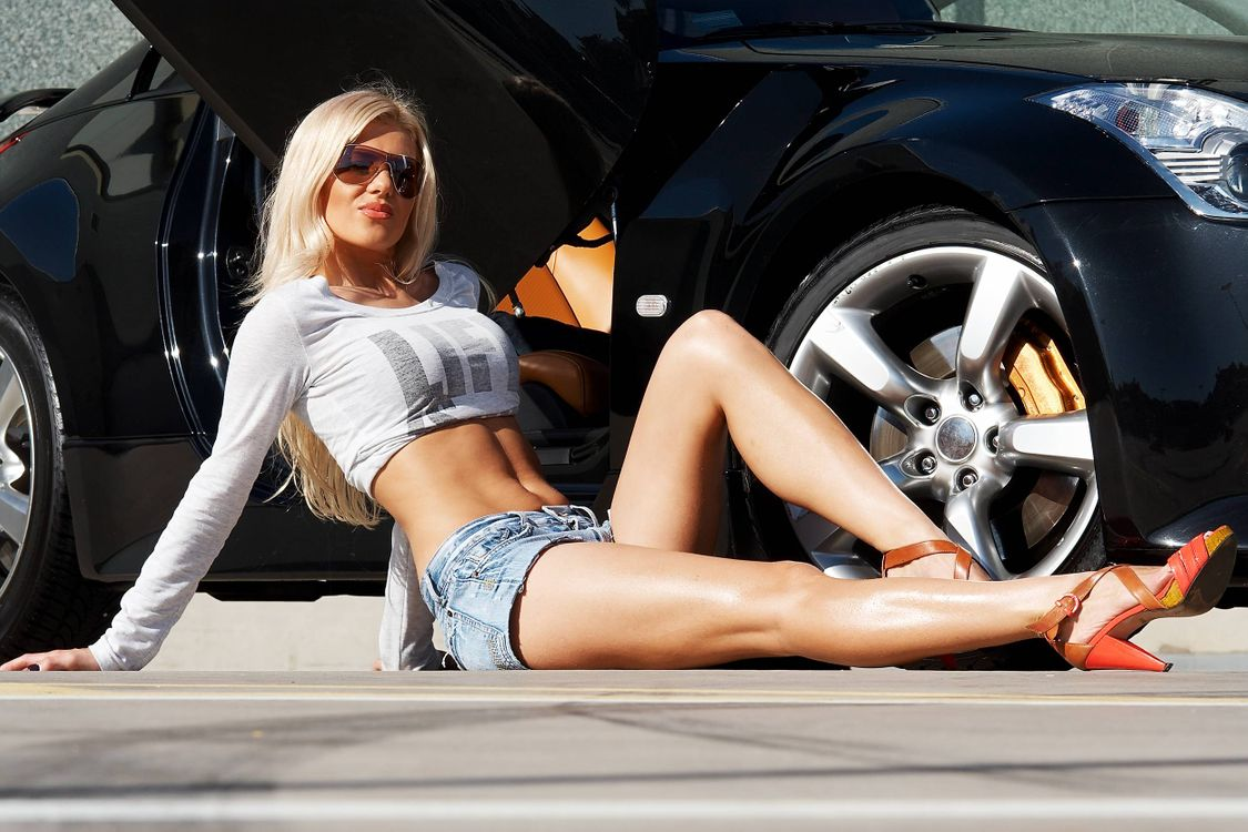 Photos for free car, girl, smile - to the desktop
