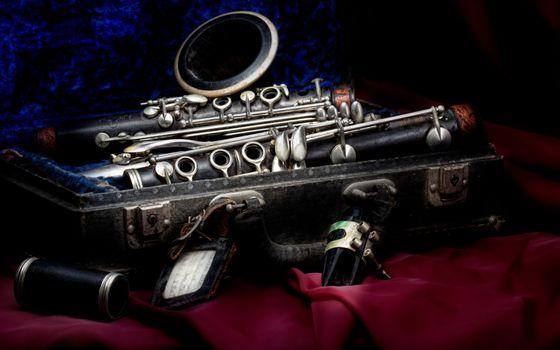 Заставки чемодан, музыкальный инструмент, труба