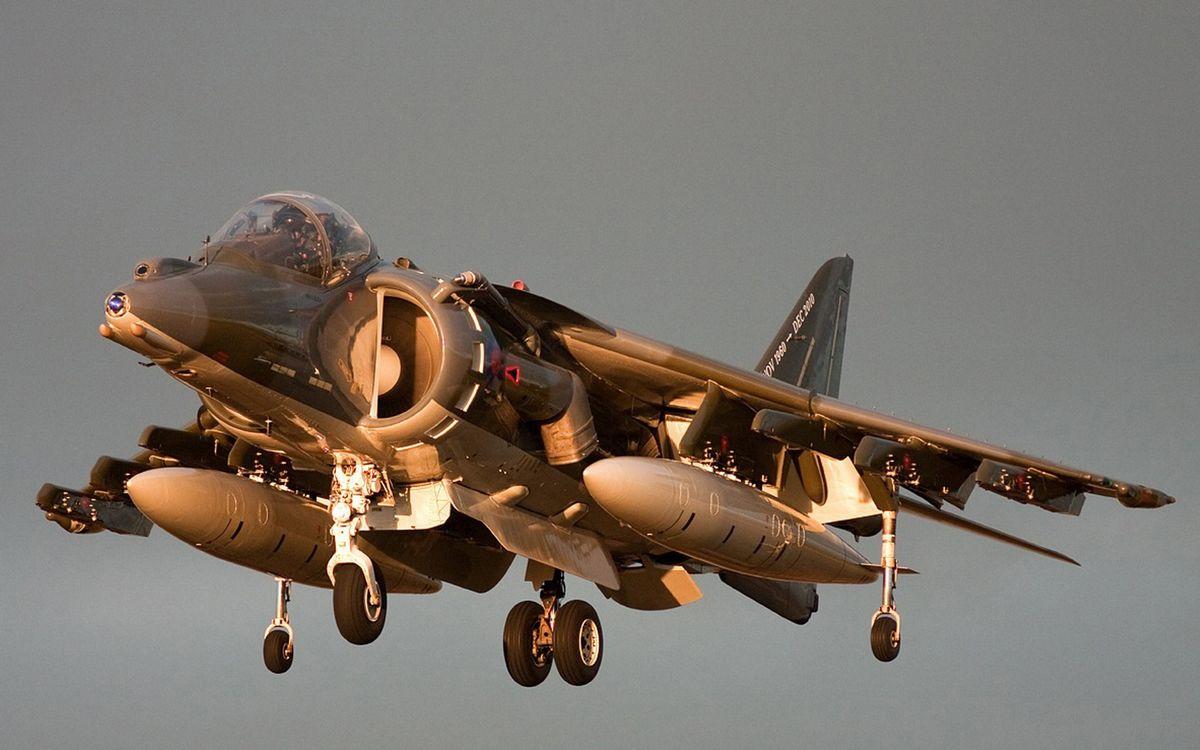 Фото бесплатно самолет, палубный, истребитель-бомбардировщик, вертикального взлёта, бомбы, шасси, авиация