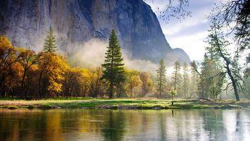 Бесплатные фото осень,река,берег,трава,деревья,горы,скалы